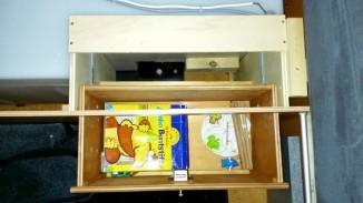 Schublade in der Sitzbank offen