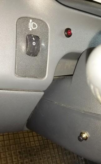Status-LED und Service-Schalter