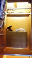 Ablage Sat-Schüssel im Kleiderschrank