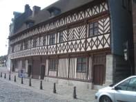 altes Gebäude am Hafen