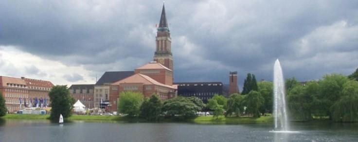 Opernhaus mit Rathausturm