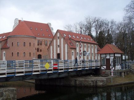 Schloss und Drehbrücke
