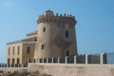 Wachtturm am Strand von Pilar de la Horadada