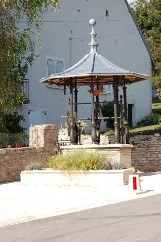 Brunnen vorm Restaurant