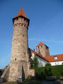 Hexenturm, im Hintergrund Martinstor