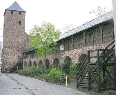 Stadtmauer mit Wehrgang