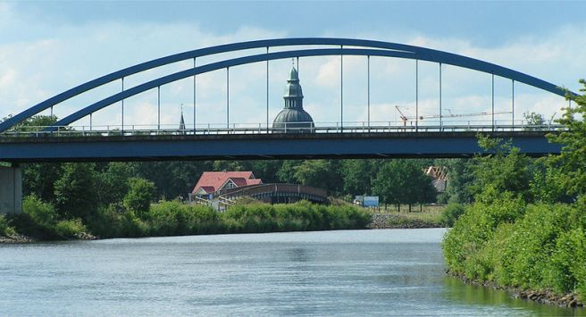 Blick emsabwärts in Richtung Ortszentrum Haren