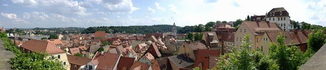 Panoramablick von der Albrechtsburg Meißen über die historische Altstadt in Richtung Elbe