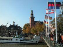 Alte Waage links und Rathausturm im Zentrum, Rathausbrücke rechts