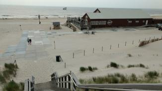 Petten Nordseestrand mit Pavillon