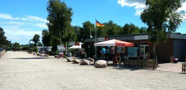 Altenteil Belt Camping Zufahrt mit Gaststätte und Shop