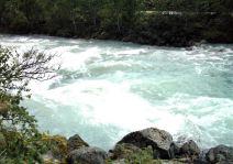 Jostedalsbreen Bach mit eiskaltem Wasser am CP