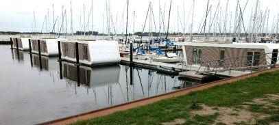 Großenbrode Hausboote im Jachthafen