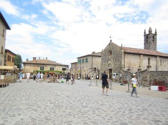Monteriggioni Piazza Roma