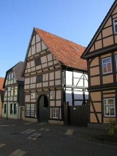 Rinteln Schulstraße mit Fachwerkhaus