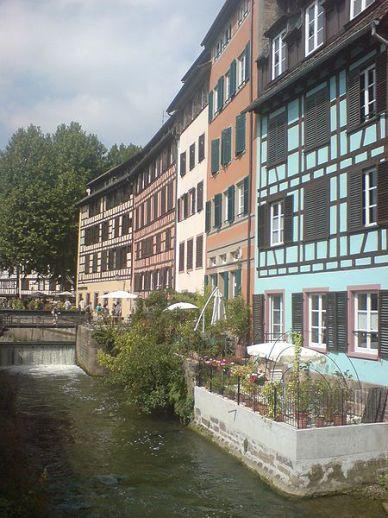 Strassburg Häuser entlang des Ill Flusses