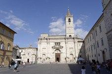 Ascoli_Piceno_Dom und das Baptisterium