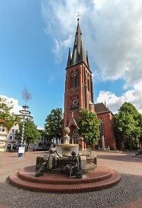 Haltern_am_See_St.-Sixtus-Kirche_und_Marktbrunnen