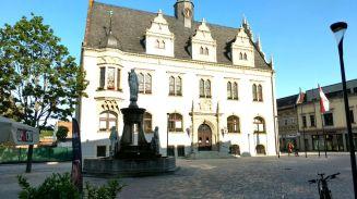 Schönebeck Marktplatz mit Rathaus