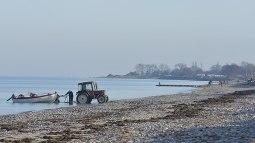 Hohenfelde Fischer am Strand