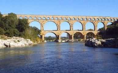 Pont_du_Gard_vom_Fluss