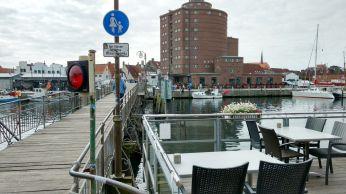 Holzbrücke zum Hafen Eckernförde