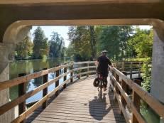 Brückenunterführung Weg Richtung City